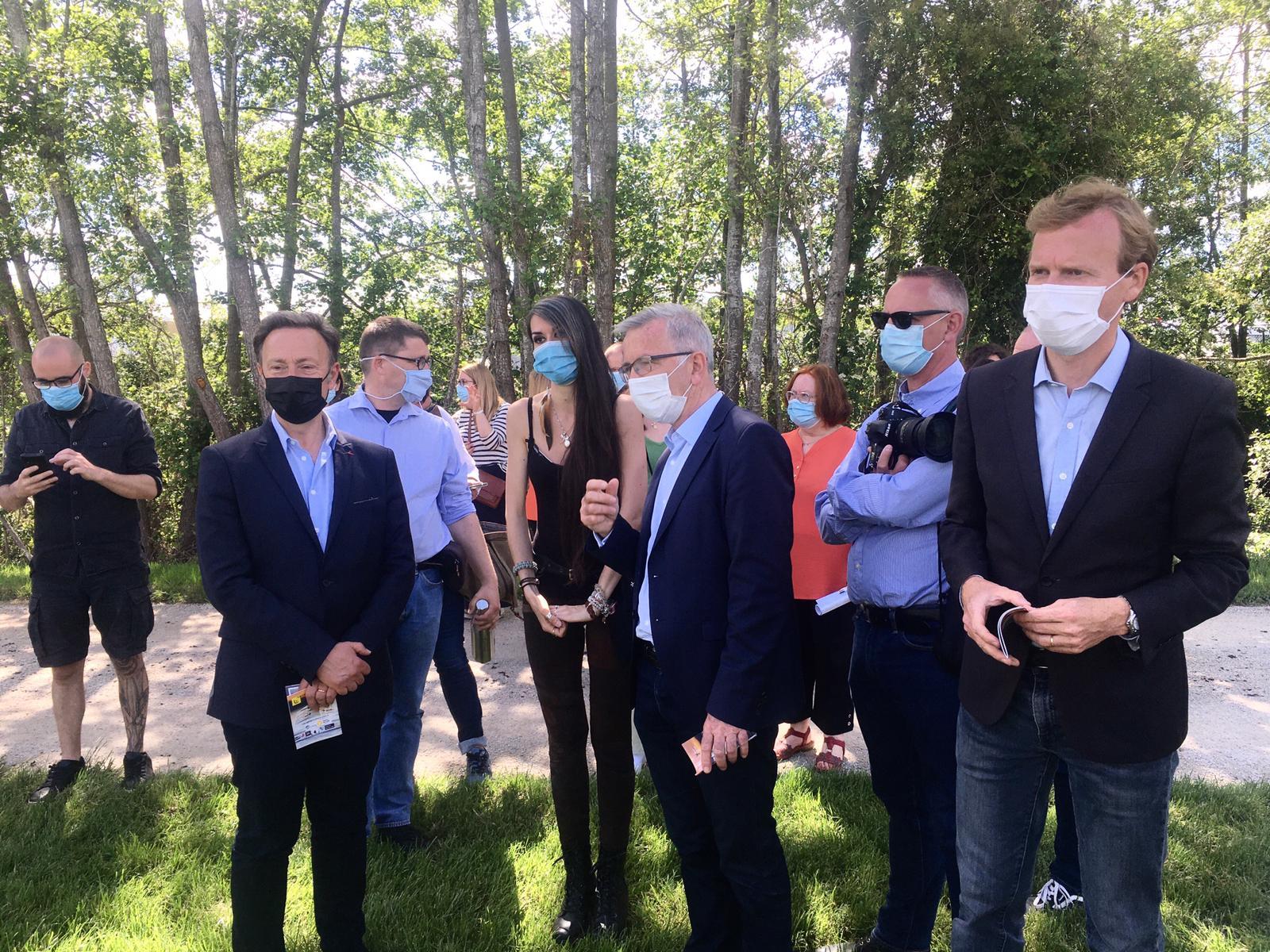 A Nogent-le-Rotrou, pour la Journée mondiale de l'Environnement, inauguration d'un Festival Photo et Biodiversité en compagnie de Stéphane Bern
